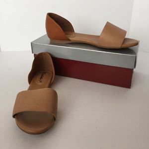 NIB Breckelles light dan/dark tan sandals, 7.5